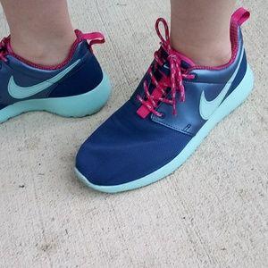 Nike Shoes - 🌺💦Nike Roshe one💦 🌺